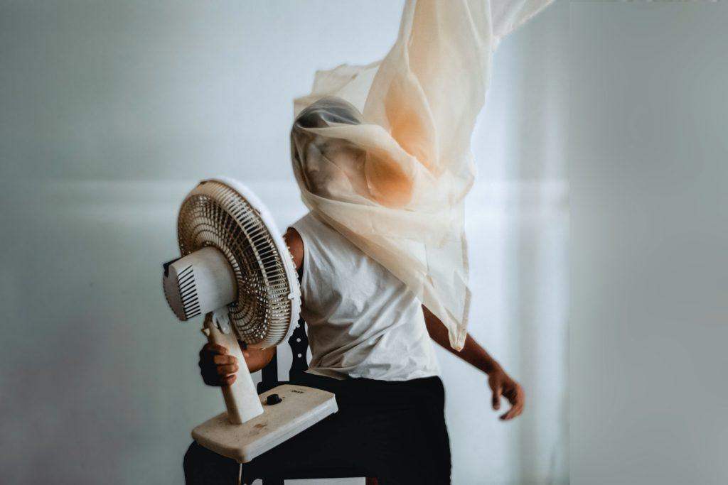 Read more about the article AC Current Is Non Directional Then How Do Ceiling Fans Know, Which Direction to Spin? – Aditya Gaurav